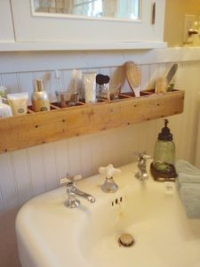 29.-Make-storage-slots-above-the-sink-for-extra-storage-and-convenience-29-Sneaky-Tips-For-Small-Space-Living1