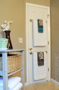 5.-Use-the-back-of-a-bathroom-door-to-hang-towels-29-Sneaky-Tips-For-Small-Space-Living